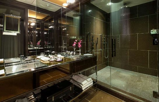 Zimmer New York City  a Luxury Collection Hotel The Chatwal