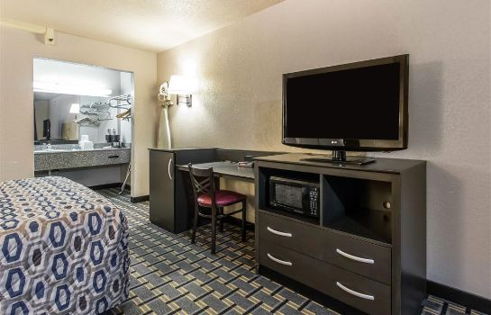 Suite RODEWAY INN AND SUITES OKLAHOMA CITY I-4