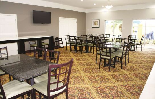 Restaurant La Quinta Inn and Suites Raymondville