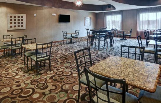 Restaurant Comfort Suites Near Northeast Mall