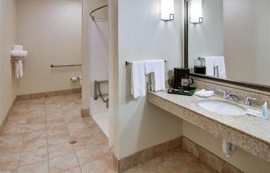 Chambre Comfort Suites Near Northeast Mall