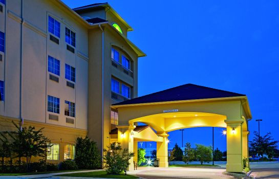 Exterior view La Quinta Inn Ste Ft Worth NE Mall