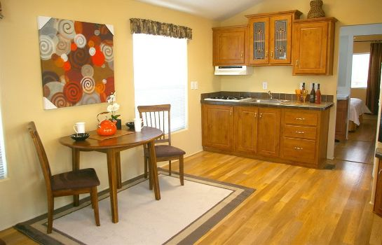 Cocina en la habitación Arden Acres Executive Suites and Cottages