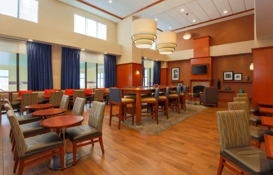 Hotelhalle Hampton Inn - Suites New Haven - South - West Haven