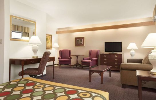 Suite SUPER 8 MILWAUKEE AIRPORT