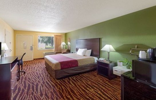 Zimmer Econo Lodge Inn & Suites Downtown Northeast