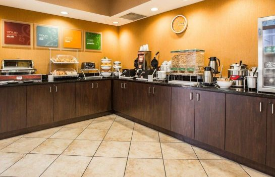 Restaurant Comfort Suites At WestGate Mall