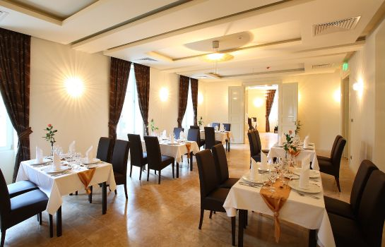 Restaurant Ipoly Residence Executive Hotel Suites