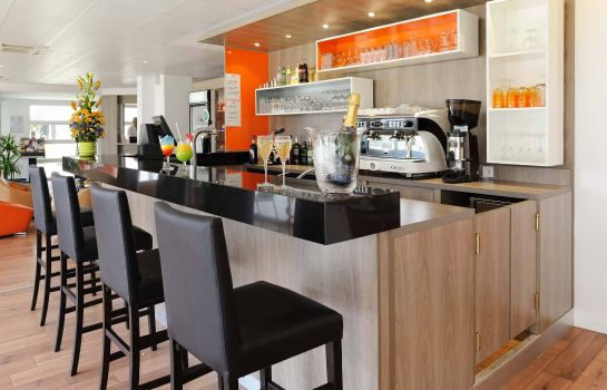 Bar del hotel Residhome Roissy Village Apparthotel