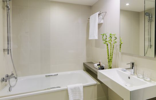 Bathroom Hotel H10 London Waterloo