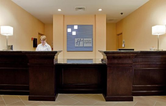 Vestíbulo del hotel Holiday Inn Express & Suites RALEIGH SW NC STATE