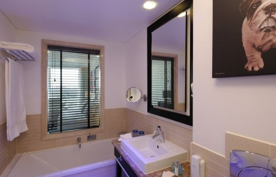 Bagno in camera Pestana Chelsea Bridge Hotel & Spa