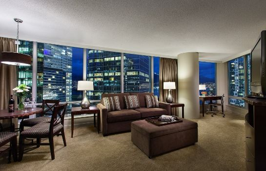 Suite Auberge Vancouver Hotel