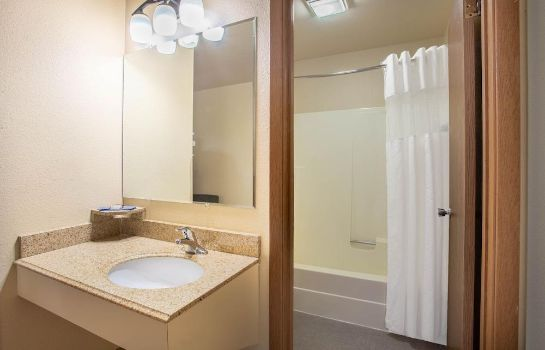 Bagno in camera Western Heritage Inn Travelodge by Wyndham Bozeman