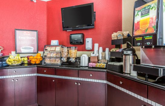 Restaurant Econo Lodge Inn & Suites Fallbrook Downtown