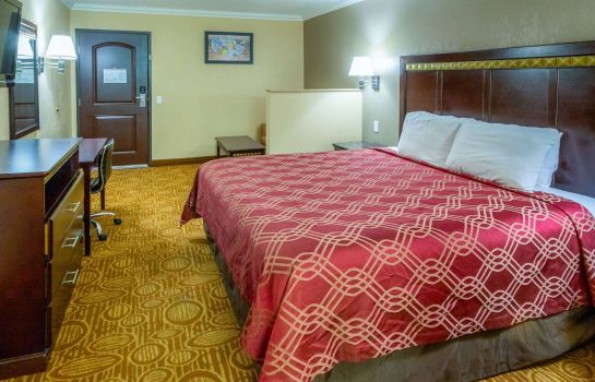 Suite Econo Lodge Inn and Suites Fallbrook Dow