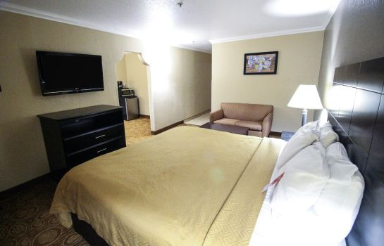 Zimmer Econo Lodge Inn & Suites Fallbrook Downtown