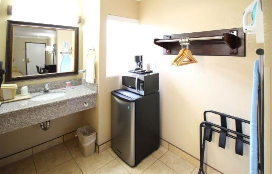 Room Econo Lodge Inn and Suites Fallbrook Dow Econo Lodge Inn and Suites Fallbrook Dow