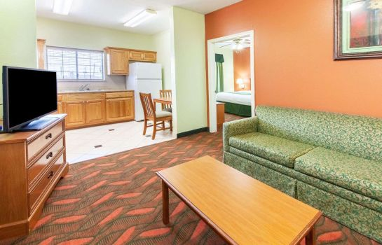 Suite DAYS INN AND SUITES HOUSTON