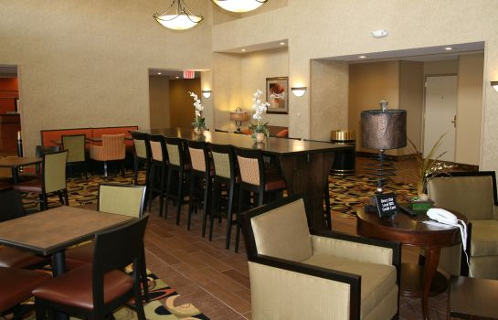 Hotelhalle Hampton Inn - Suites Cedar Rapids - North