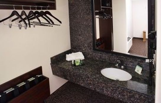 Cuarto de baño LivINN Hotel Minneapolis South / Burnsville