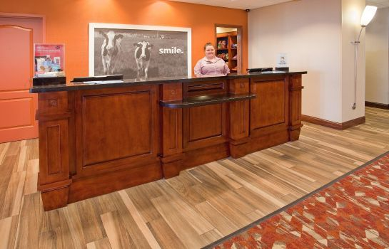 Hotelhalle Hampton Inn - Suites Wichita-Northeast