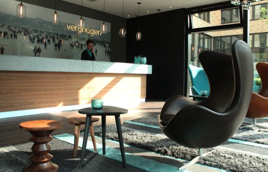 Reception Motel One Hamburg-Alster