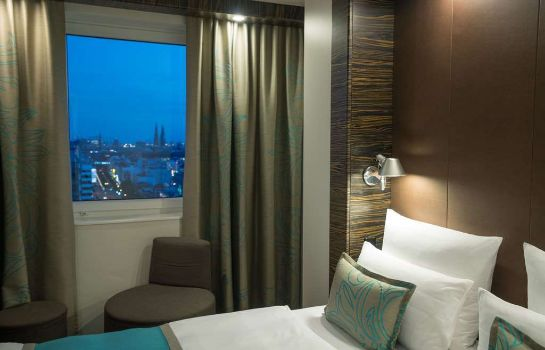 Room Motel One Hamburg-Alster