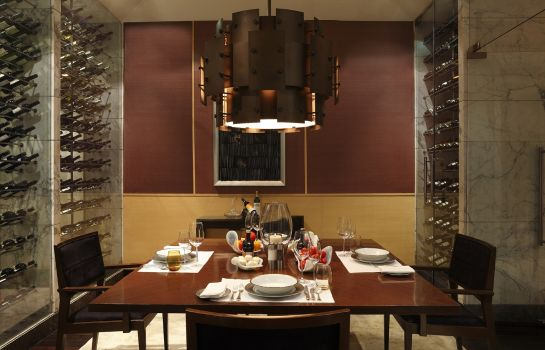 Restaurant The Leela Ambience Gurgaon Hotel & Residences