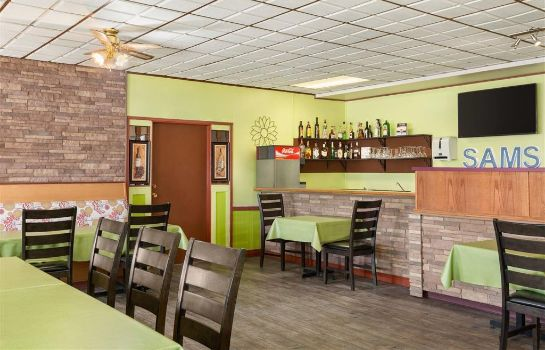 Restaurant Travelodge by Wyndham Dawson Creek