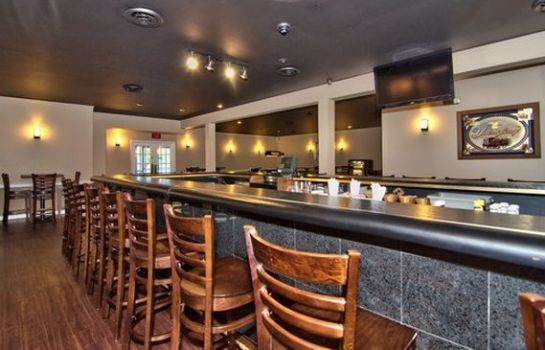 Bar del hotel Econo Lodge Conference Center