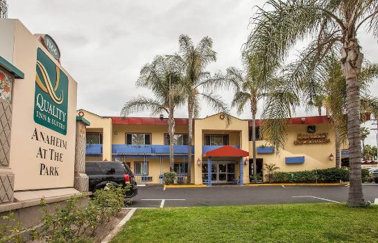 Exterior view Quality Inn & Suites Anaheim At The Park