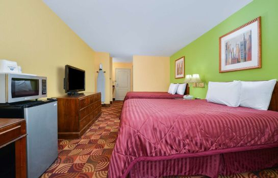 Zimmer Super 8 by Wyndham Lake of the Ozarks