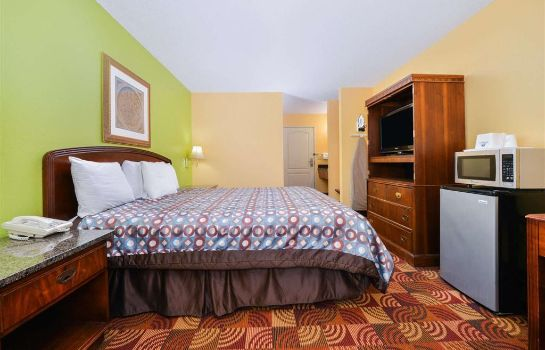 Room SUPER 8 BY WYNDHAM LAKE OF THE OZARKS