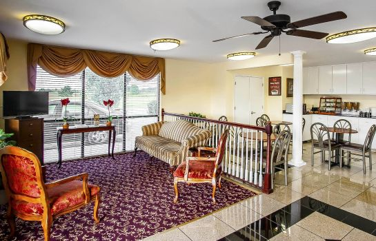 Hall Econo Lodge Prattville