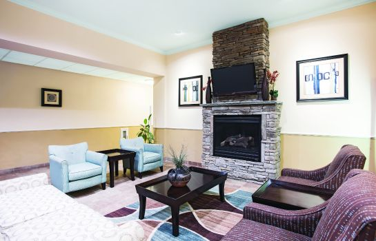 Hol hotelowy La Quinta Inn and Suites Stonington-Mystic Area