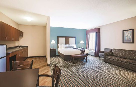 Suite La Quinta Inn and Suites Stonington-Mystic Area