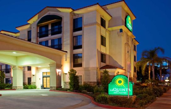 Exterior view La Quinta Inn and Suites NE Long Beach/Cypress
