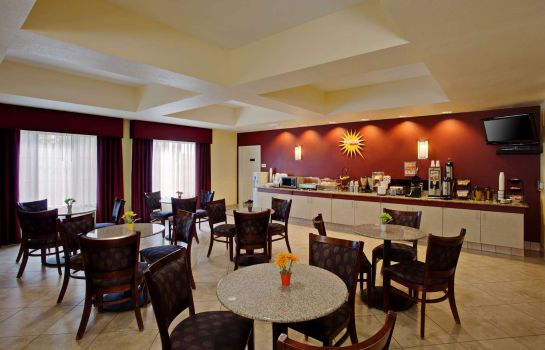 Restaurant La Quinta Inn and Suites NE Long Beach/Cypress