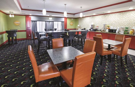 Restaurant La Quinta Inn Ste Dallas Hutchins