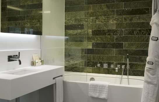 Bagno in camera Town Hall Hotel & Apartments