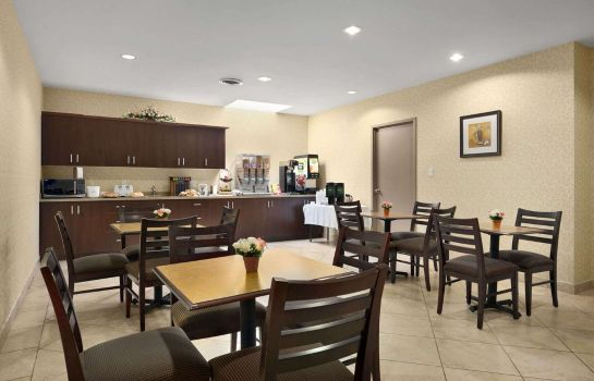 Restaurant Days Inn by Wyndham Brampton