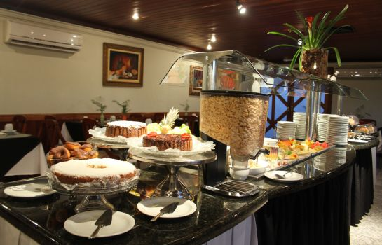 Breakfast buffet Blue Tree Towers Batel