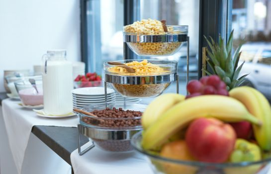 Breakfast buffet Regency Suites