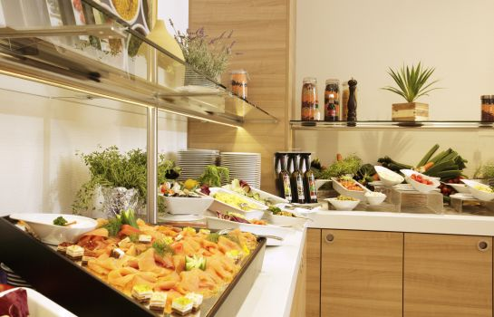 Breakfast buffet H4 Hotel Berlin Alexanderplatz (ehemals Ramada)