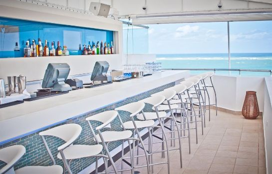 Bar del hotel San Juan Water and Beach Club