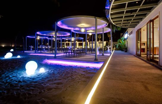 Hotel-Bar Pullman Danang Beach Resort