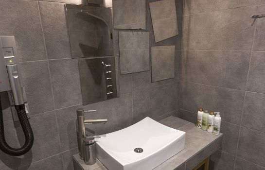 Bagno in camera Palms and Spas Boutique Apartments
