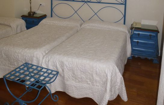 Triple room Le Petit Paris
