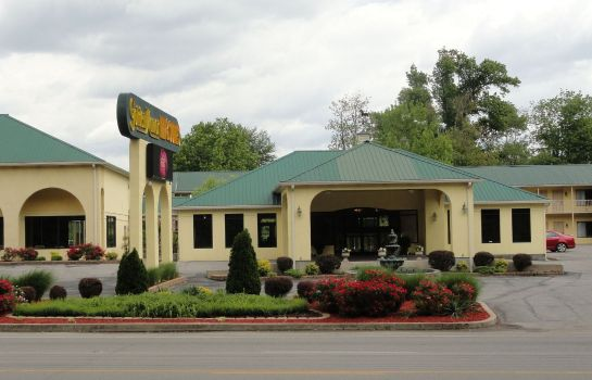 Buitenaanzicht GOLDEN MANOR INN & SUITES-MULDRAUGH
